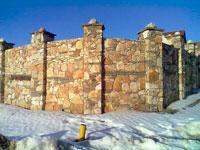 Заборы из натурального камня